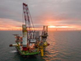 The Heavy Lift Jack-Up Vessel Innovation lifted the Topside on the foundation (source: EnBW)