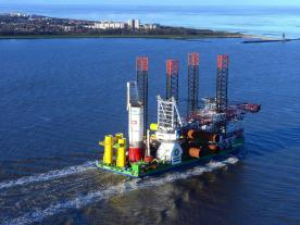 The installation vessel Innovation carries foundation pieces out to sea. (Photo: RWE Innogy)