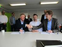 From left to right: EMO General Manager Knut Gerdes and members of Siemens Nederland N.V. Martijn Boontjes (County Division Controller) and Jan Posthumus (Head of Operations) at the signing of the contract at 30th March 2016.
