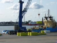 Cuxport will pack and unpack items like containers for Siemens as the logistics specialist for service operations for offshore converter platforms in the North Sea in the future. (Photo: Cuxport)